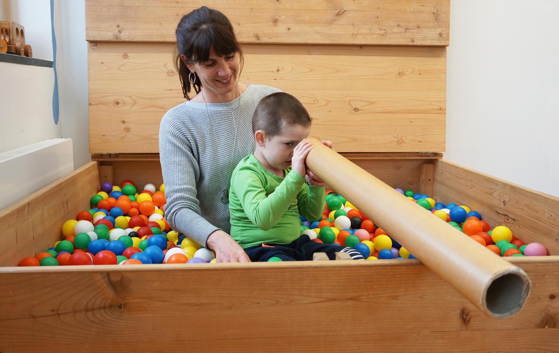 Turnraum für Kinder mit Entwicklungsverzögerung